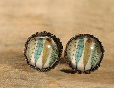 Boucles d'oreilles boutons cabochons de verre. par MrAndMrsBeaver Cabochons, Look Vintage, Pictures, Beautiful, Color, Buttons, Ears, Boucle D'oreille, Drinkware