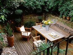 Enjoy your relaxing moment in your backyard, with these remarkable garden screening ideas. Garden screening would make your backyard to be comfortable because you'll get more privacy. Outdoor Rooms, Outdoor Dining, Outdoor Gardens, Outdoor Furniture Sets, Outdoor Decor, Deck Furniture, Small Gardens, Wooden Furniture, Dining Area