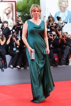 Emily Watson Photos - Emily Watson attends the opening ceremony and premiere of 'Everest' during the Venice Film Festival on September 2015 in Venice, Italy. - Opening Ceremony and 'Everest' Premiere - Venice Film Festival Emily Watson, Floor Length Gown, Red Jumpsuit, Diane Kruger, Silk Gown, White Gowns, Opening Ceremony, Classic Hollywood, Nice Dresses