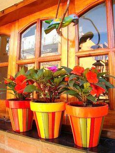 Pinte seus vasos e deixe seu jardim e sua casa bem coloridos.