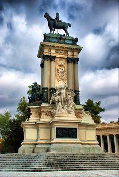 Madrid. Parque del Retiro (Monumento a Alfonso XII).