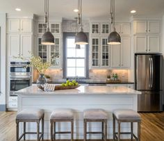 There are a number of options in regards to decorating your kitchen. The white kitchen may be fun, also. You may use this white kitchen layout to design or remodel your kitchen that produces a elegant effect. Kitchen Island Decor, Grey Kitchen Cabinets, Kitchen Redo, New Kitchen, White Cabinets, Kitchen Ideas, Kitchen White, Kitchen Backsplash, Neutral Kitchen