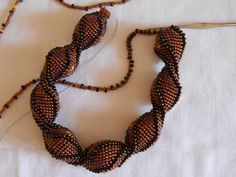 Tutorial - For when I actually manage to bead crochet. Jewelry Making Tutorials, Beading Tutorials, Jewelry Making Beads, Beading Patterns, Beaded Jewelry, Loom Crochet, Bead Crochet Rope, Beaded Crochet, Crochet Beaded Bracelets
