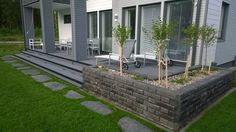 vaalean harmaa talo terassi - Google-haku Front Yard Landscaping, Backyard Patio, Landscape Plans, Landscape Design, Dream Garden, Home And Garden, Modern Pergola, Terrace Design, House Front