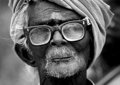 Old man with turban and glasses - Pudukkottai - India © Eric Lafforgue