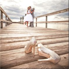 Wedding Poses Somebody take pictures of me and my groom at my wedding like this. - Finding and sharing the very best wedding inspiration from Bridal Make-up ,Wedding Hairstyles, real wedding photos to rustic wedding and DIY wedding ideas Wedding Photography Inspiration, Wedding Inspiration, Photography Ideas, Beach Wedding Photography, Outdoor Photography, Engagement Photography, Engagement Inspiration, Fashion Photography, Wedding Engagement