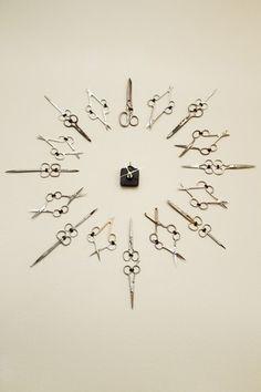 Scissor clock