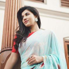 Bengali Bridal Makeup, Indian Bridal, New Instagram Logo, Most Beautiful Bollywood Actress, Anupama Parameswaran, Malayalam Actress, Saree Look, Looking Stunning, Actresses