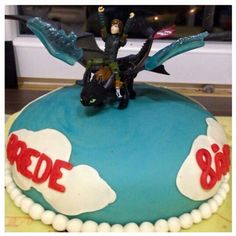 Toothless and Hiccup. Made this cake for one of my nephews when he turned 8.
