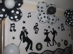 Risultati immagini per decoraçao 15 anos tema musica 50s Theme Parties, 60s Party, Music Themed Parties, Music Party, Party Time, Disco Party Decorations, Dance Decorations, Dance Themes, Birthday Decorations