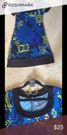 Vivid blue & green short sleeve dress w/ earrings This dress looks even better on... Short sleeves comes with earrings comes above knees but not mini...very good condition no pulls or stains. Sleeves and bottom of dress has black border Tiana B Dresses