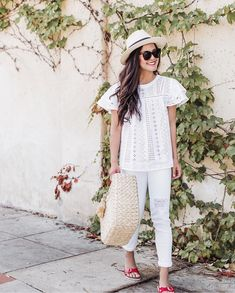 Blogger @lydia.webb, is wearing Sanctuary Clothing's white ripped denim jeans.