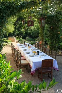 Beautiful Outdoor Dining : Savage Life Skills: Faith + Business and Vintage Skills : Marc Appleton Creates a Rustic, Mediterranean-Inspired Garden Photos Outdoor Rooms, Outdoor Dining, Outdoor Gardens, Small Courtyard Gardens, Courtyard Ideas, Dining Area, Backyard Patio, Backyard Landscaping, Wedding Backyard