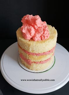 How long does it usually take you to frost a cake? It used to take me hours for one cake. Learn how to frost a cake with sharp edges using buttercream. Cake Decorating Icing, Creative Cake Decorating, Birthday Cake Decorating, Creative Cakes, Cake Decorating For Beginners, Cake Decorating Techniques, Cake Decorating Tutorials, Elegant Cake Design, Elegant Cakes
