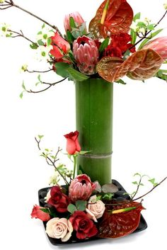 Bamboo Centerpieces, Tropical Centerpieces, Simple Wedding Centerpieces, Outdoor Wedding Decorations, Flower Centerpieces, Flower Decorations, Tropical Flower Arrangements, Ikebana Flower Arrangement, Funeral Flower Arrangements