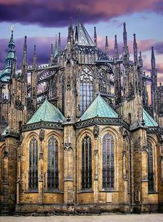 Жемчужина европейской готики — собор Святого Вита в Праге. Его строили почти шесть столетий — с 1344 по 1929 год.