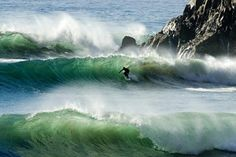 When the surf is cracking we are on it. Photo by Andrew Sarnecki. #hippytreetribe #surfandstone