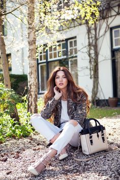 Negin Mirsalehi wears the TRU TRUSSARDI Tinny Bag  from the Spring/Summer 2015 collection