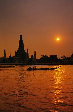 Wat Arun Temple silhouetted at dawn, Bangkok, Thailand http://directrooms.com/thailand/hotels/bangkok-hotels/price1.htm