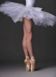 Ballet Beautiful December 2018 - Elektra Z. Ballet Images, Ballet Pictures, Dance Pictures, Ballerina Kunst, Ballerina Dancing, Ballet Art, Ballet Dancers, Pretty Ballerinas, Pointe Shoes
