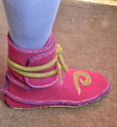 """from """"simple shoemaking shop"""" TUTORIAL: How to Make the Side-Seam Moccasin-Boot - bootsideview Beaded Moccasins, Leather Moccasins, Moccasin Boots, Shoe Boots, Homemade Shoes, Wool Shoes, Lace Shoes, Felt Boots, How To Make Shoes"""