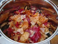 natural dyeing with onion skins