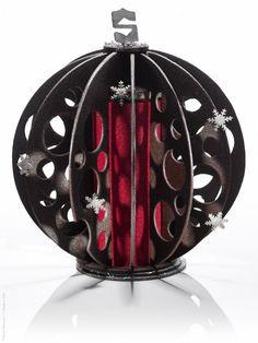 Bûche Spère de Noël - Michaël Bartocetti, Shangri-La Hotel, Paris : une création toute en finesse, alliant le croquant du chocolat à la fraîcheur du fruit et de l'agrume. 6 à 8 personnes, 108 €