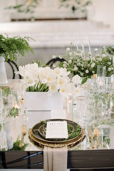 Every brings fresh beginnings. How fitting to commemorate 2017 by diving into Greenery wedding ideas inspired by Pantone Color of the Year.