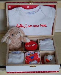 very cute baby gift!  origineel babycadeau met een theedoos   Gaaf