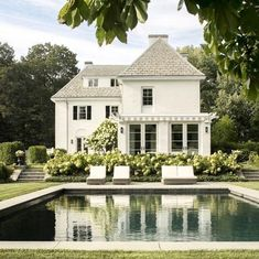 What a beautifully designed outdoor space 😍 Do you love this landscape architecture and architecture by You are in the right place about House Ar. Office houses design plans exterior design exterior design houses home architecture house design houses White Exterior Houses, White Houses, Colonial Exterior, Exterior Homes, Craftsman Exterior, Cottage Exterior, Dream House Exterior, Modern Exterior, Style At Home