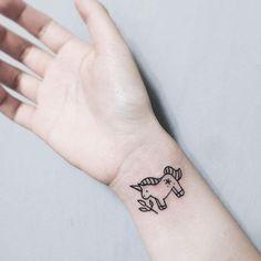 20 tatuagens de unicórnio delicadas para você se apaixonar