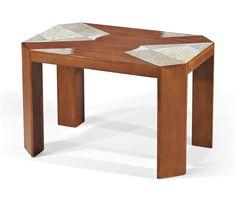 GASTON SUISSE (1896-1988) TABLE BASSE, VERS 1925 En laque, or et coquille d'oeuf Hauteur : 51,5 cm. (20¼ in.) ; Longueur : 79,5 cm. (31¼ in.) ; Largeur : 52 cm. (20½ in.) Signée G Suisse en rouge au revers de la ceinture