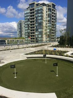 Beautiful SYNLawn rooftop putting green in Richmond, British Columbia