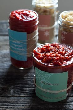 Rosemary Red Wine Marinara Sauce & Garlic Oregano Pizza Sauce {gifts in jars} | Edible Perspective