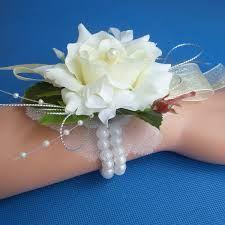 Afbeeldingsresultaat voor polscorsages bruidsmeisjes