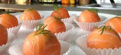 Bonbons salmon with goat cheese Tapas, I Love Food, Good Food, Cuisine Diverse, Christmas Dishes, Party Food And Drinks, Pureed Food Recipes, Snacks, Fish Dishes