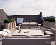 Green roof covering, residing roofing, vegetated roofing, ecoroofs — all that you need to dial these guys. Outside Living, Outdoor Living, Garden Furniture, Outdoor Furniture Sets, Rooftop Design, Kelly Hoppen, Porche, Outdoor Spaces, Outdoor Decor