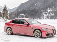 Abbiamo provato la Alfa Romeo Giulia Quadrifoglio Verde per due intense settimane e ogni giorno la domanda era la stessa: è lei la macchina perfetta? Proviamo a rispondervi nel nostro test drive.