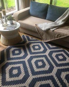 Orange and Green Area Rug, Crochet Rug Pattern Designed by Belkin Home Crochet Doily Rug, Crochet Carpet, Tapestry Crochet, Crochet Yarn, Crochet Booties Pattern, Diy Crochet Patterns, Crochet Slippers, Diy Carpet, Rugs On Carpet
