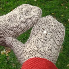 Give a Hoot - Owl mittens with a unique thumb gusset -pattern by Jocelyn Tunney on Ravelry