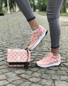Trendy 2019 New LV Collection For Louis Vuitton Handbags,Must have it. Trendy 2019 New LV Collection For Louis Vuitton Handbags,Must have it. Cute Shoes, Me Too Shoes, Sneakers Fashion, Fashion Shoes, Lv Sneakers, Sacs Louis Vuiton, Schnür Heels, Dream Shoes, Casual Bags