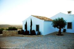 4 bedroom luxury villa with pool and seaviews in Alfeição, Loulé, Algarve, Portugal - http://www.portugalbestproperties.com/component/option,com_iproperty/Itemid,16/id,1355/view,property/
