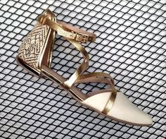 We are golden! #tanarabrasil #shoesfirst #inlove  Shop online: T0061 #ShoesOfTheDay
