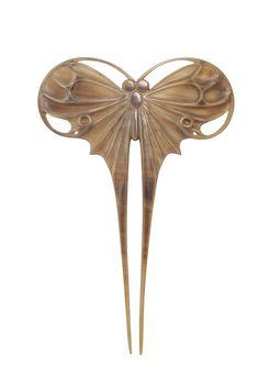 """Henri HAMM (1871-1961), bijoutier, Paris, ca 1906, Epingle à cheveux """"Papillon"""", corne sculptée, H: 15,5 cm."""