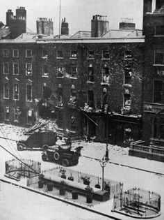 Lancia and Rolls Royce armoured cars, checking out ruins of Hamman Hotel Sackville St. Ireland 1916, Dublin Ireland, Dublin Street, Dublin City, Irish Free State, Gone Days, Armored Vehicles, Army Vehicles, Michael Collins