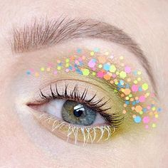 Some girls are born with glitter in their veins...and all over their eyelids. Glitter and green eye make up. #talontedlex