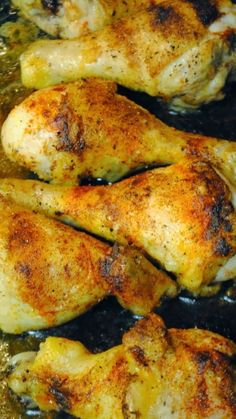 Wowza Baked Chicken Drumsticks ~ 6 ingredients, 45 minutes, best drumsticks EVER! it was super easy and one of the best drumstick recipes i've ever made Turkey Recipes, New Recipes, Paleo Recipes, Cooking Recipes, Favorite Recipes, Recipies, Quick Recipes, I Love Food, Good Food