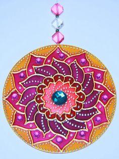 Hamsa Design, Mandala Design, Mandala Painting, Dot Painting, Cd Crafts, Arts And Crafts, Cd Recycle, Acrylic Rangoli, Recycled Cds
