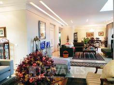 Espetacular casa em condomínio alto luxo, projeto Brezinski, acabamento impecável, três pavimentos. Projeto de paisagismo sonorizado, com iluminação especial e palmeiras.  5 Quartos | 4 Suítes | 5 Vagas de garagem | 820 m²  http://www.jtavares.com.br/15128  #BarraDaTijuca #JTavares #JTavaresBarraDaTijuca #ImoveisDeLuxorj #Imóveis #Imóvel #Imoveldodia #Imovelavenda #Imoveldeluxo #Altopadrão #Altopadrãorj #Casa #CasaDeLuxo #CasaAltoPadrão #CasaBarraDaTijuca #SantaMônicaJardins…