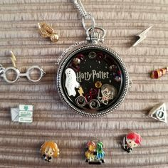 Harry Potter for Origami Owl. - The details are amazing and the best part is JK Rowling was part of the design team. Colar Do Harry Potter, Bijoux Harry Potter, Harry Potter Schmuck, Objet Harry Potter, Estilo Harry Potter, Harry Potter Merchandise, Harry Potter Characters, Harry Potter Fandom, Harry Potter World